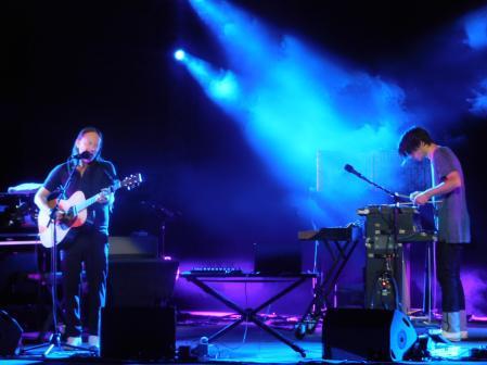 Thom Yorke e Jonny Greenwood sul palco dello Sferisterio